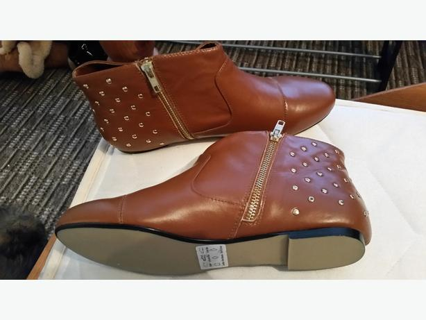 Size 7 brand new brown boots