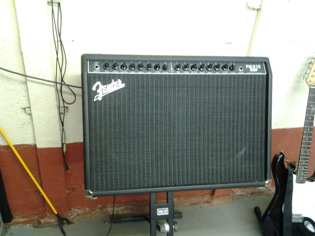 Guitar amplifier and stand