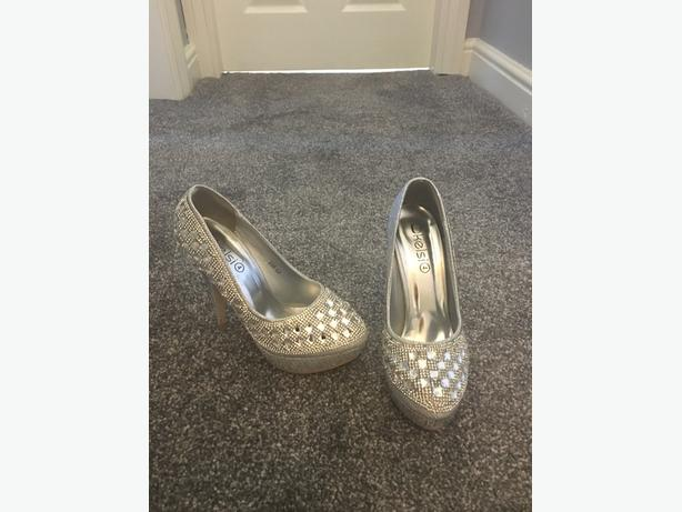 Sparlky Diamonte Shoes Size 4