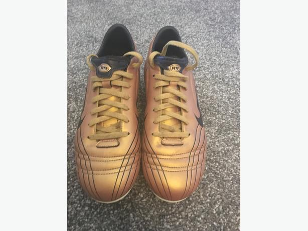 Nike Gold Football Boots Size 4