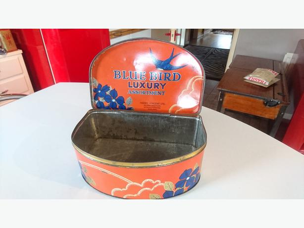 VINTAGE 50S COLLECTABLE LGE HALF MOON SHAPED BLUE BIRD TOFFEE TIN STORAGE PROP