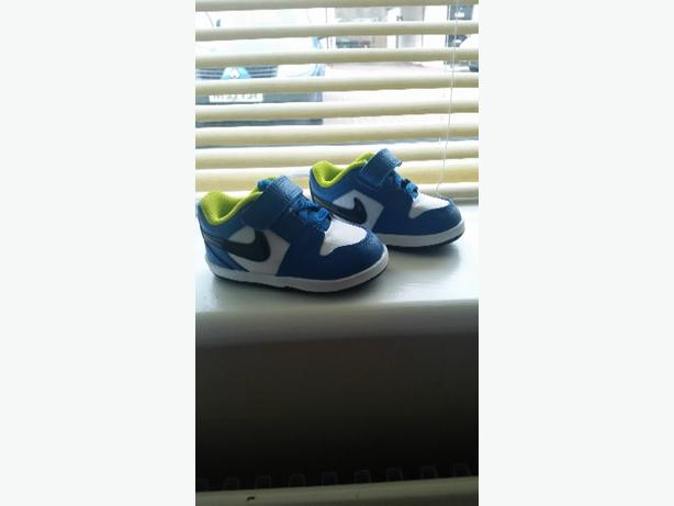 Baby Nike Trainers brand new 2.5 uk