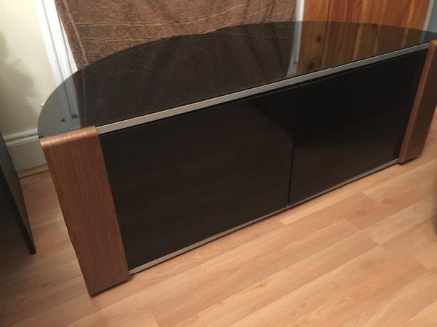 tv table corner