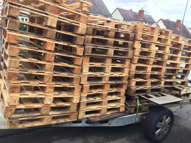 pallets £2 each