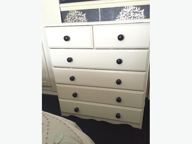 Ottoman & Chest of Drawers