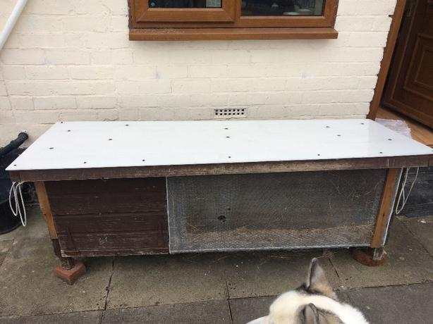6ft rabbit hutch with waterproof top!