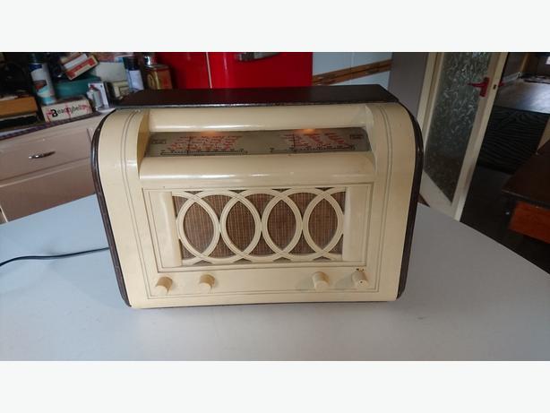 VINTAGE EMI HMV BAKELITE WOOD 1948 DESIGN LONDON OLYMPICS VALVE RADIO GWO
