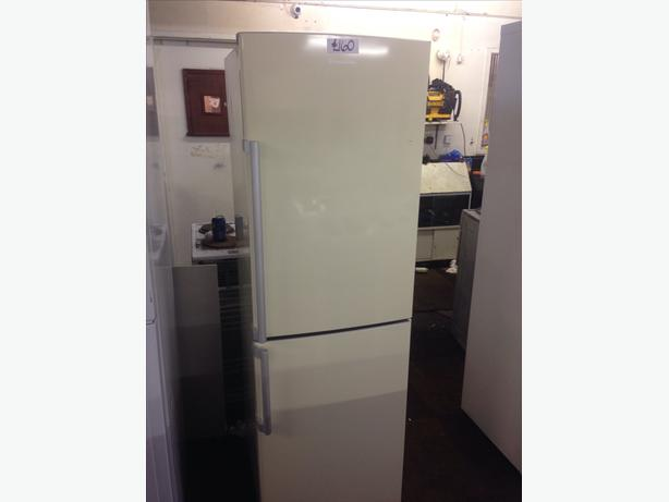 RUSSELL HOBBS FRIDGE FREEZER03