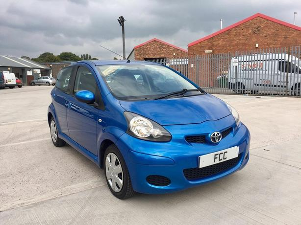 toyota aygo 1 0 vvt i blue edition 5 door hatchback 2010 60 reg willenhall sandwell. Black Bedroom Furniture Sets. Home Design Ideas