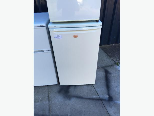 ☀️swan fridge with ice box free delivery