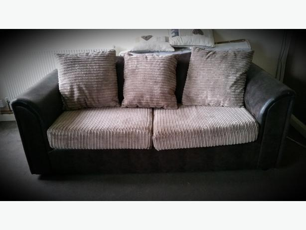 FOR TRADE: WANT TO SWAP MY 3+2 FOR CORNER SOFA