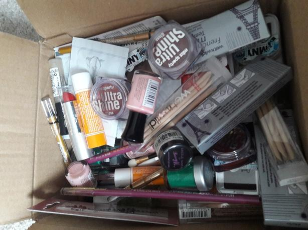 MAKEUP JOBLOT