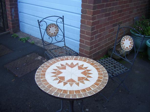 lovely heavy metal garden table + 2 chairs