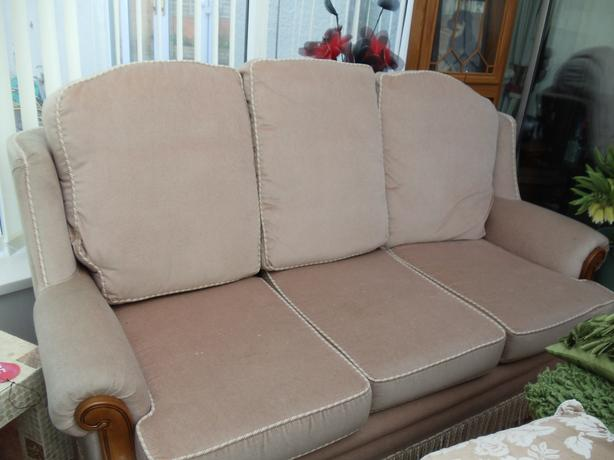 FREE FREE 3 PIECE SOFA MUST GO BEFORE SATURDAY