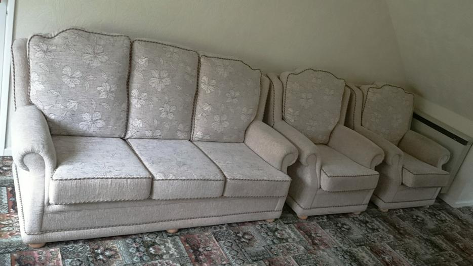 Sofa and 2 matching arm chairs rowley regis dudley for Matching arm chairs