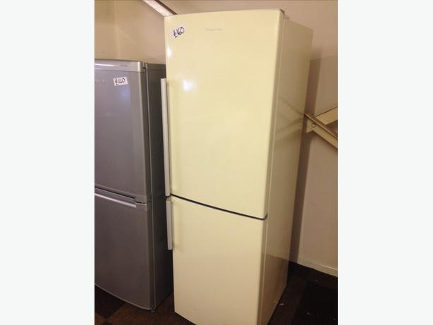 RUSSELL HOBBS FRIDGE FREEZER019