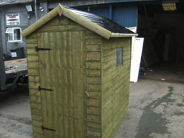 Green 6x4 shed used in good condition