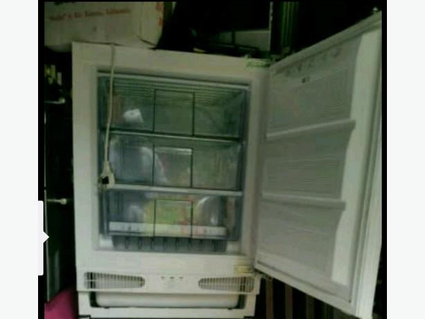 INTEGRATED FREEZER. PERFECT. £89 ono