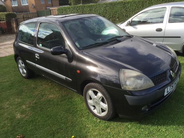 Breaking for parts Renault Clio 1.2 16 valve 2001
