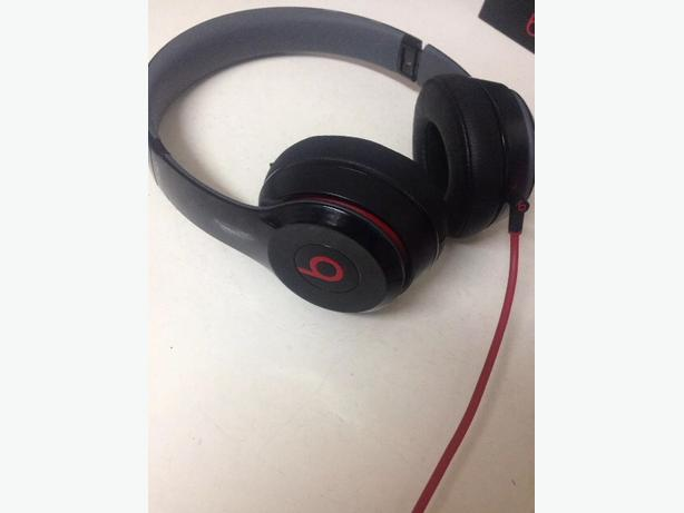 dr dre beats solo 2 headphones with carry case