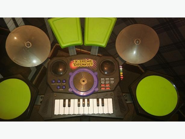 Keyboard an drum kit