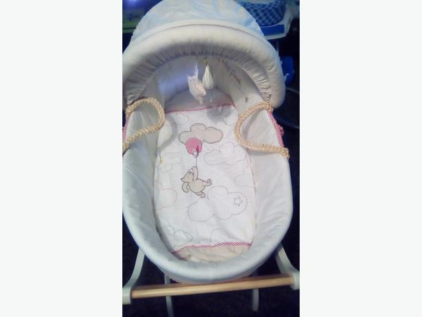 Winnie the pooh Moses basket with Stand £20 NoOffers