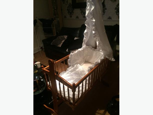 Baby's swinging crib