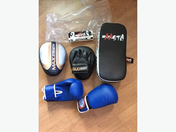 Kickboxing pad, gloves etc