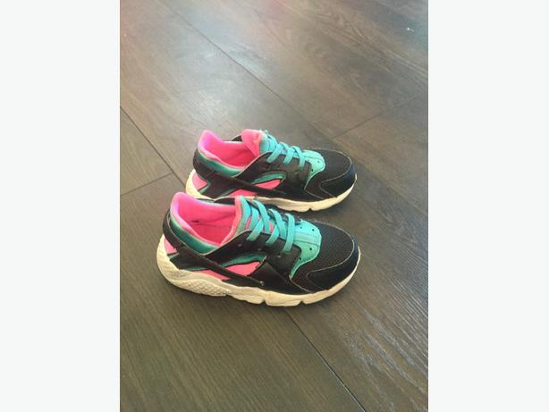 Nike Huraches size UK8