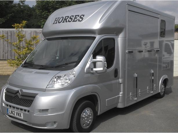 Newly Built 3,5 tonne two horsebox