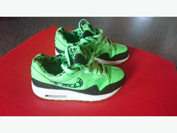 Nike Air Max boys green trainers.