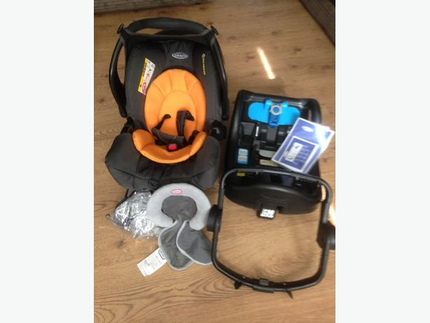 Graco Carseat with isofix base and extras