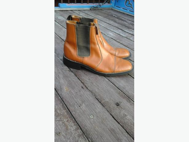 dealers boots