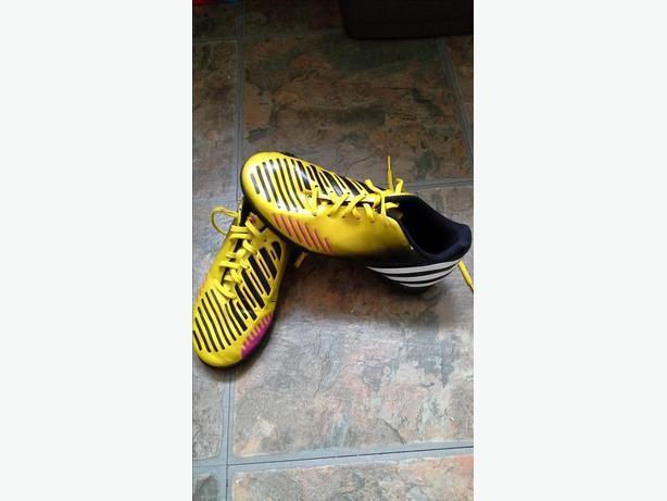 ## Adidas predator football trainers size 3
