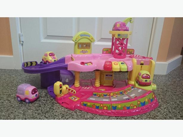 Vtech toot toot pink garage + 4 vehicles.