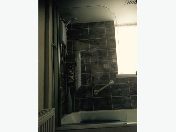 Glass Shower Screen '4Baths' - practically new
