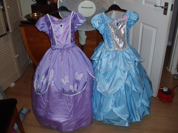 Princess Dressing up costume girls 5-6 yrs (2 available)