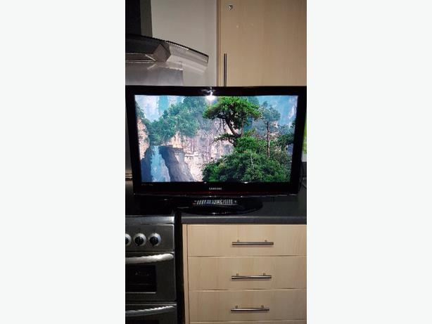 "32"" TV SAMSUNG + WALL BRACKET"