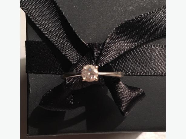 9ct white gold 0.25 diamond ring