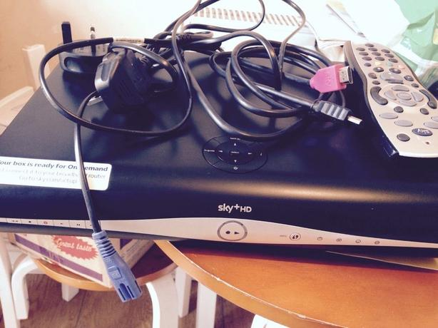 SKY+ HD BOX 3D READY ON DEMAND WITH BUILT IN Wi Fi - REMOTE AND LEADS