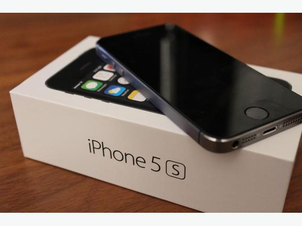 i Phone 5s 16 gig silver Boxed as new, has had little-use.