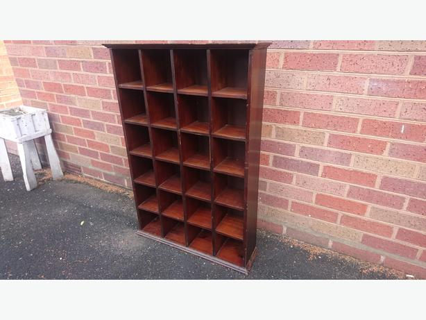 VINTAGE OLD EX SHOP WOODEN PIGEONHOLE DISPLAY SHELVES COLLECTOR DECOR G/C