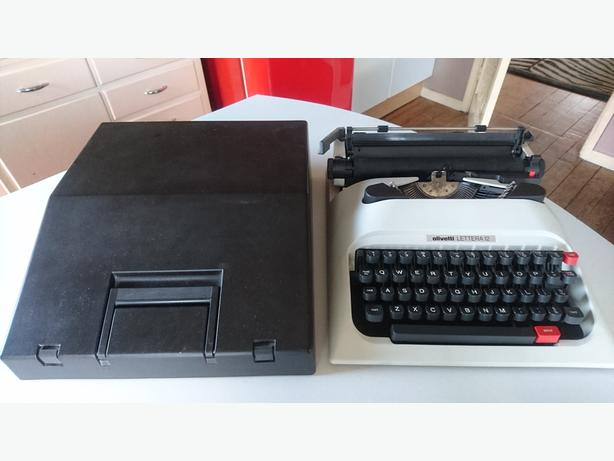 VINTAGE OLLVETTI LETTERA 12 PORTABLE STYLISH TYPEWRITER WEDDING PROP GWO