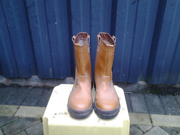 RIGGER BOOTS SIZE 6.