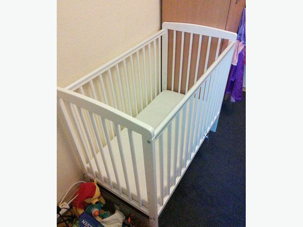 BABY SPACE SAVER COT (white)