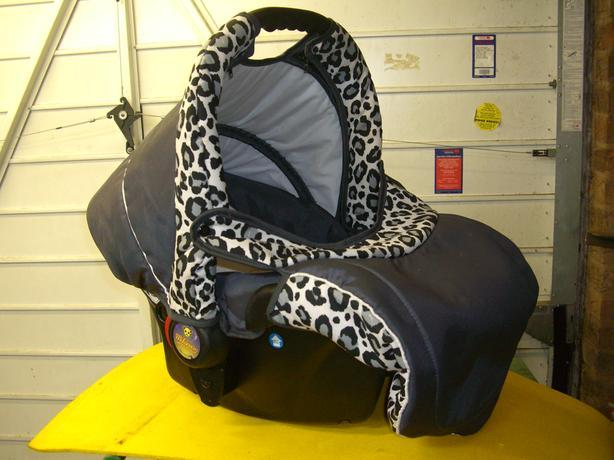Carry Cot / Child Car Seat with rain cover