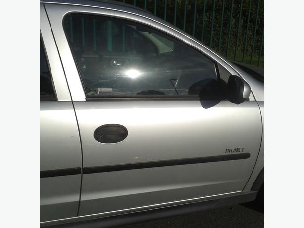 VAUXHALL CORSA C  DRIVER SIDE DOOR  COMES WITH GLASS AND REGULATOR