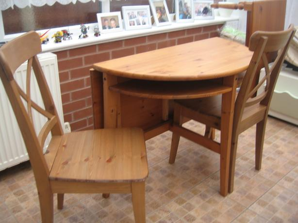 Folding table and 2 chairs