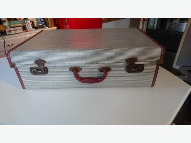 VINTAGE 1950S ALL ORIG MID SIZE SUITCASE WEDDING PROP STORAGE DECOR DISPLAY VGC