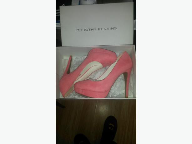 2 pairs high heels worn once mint condition.35 for both pairs 07446540192